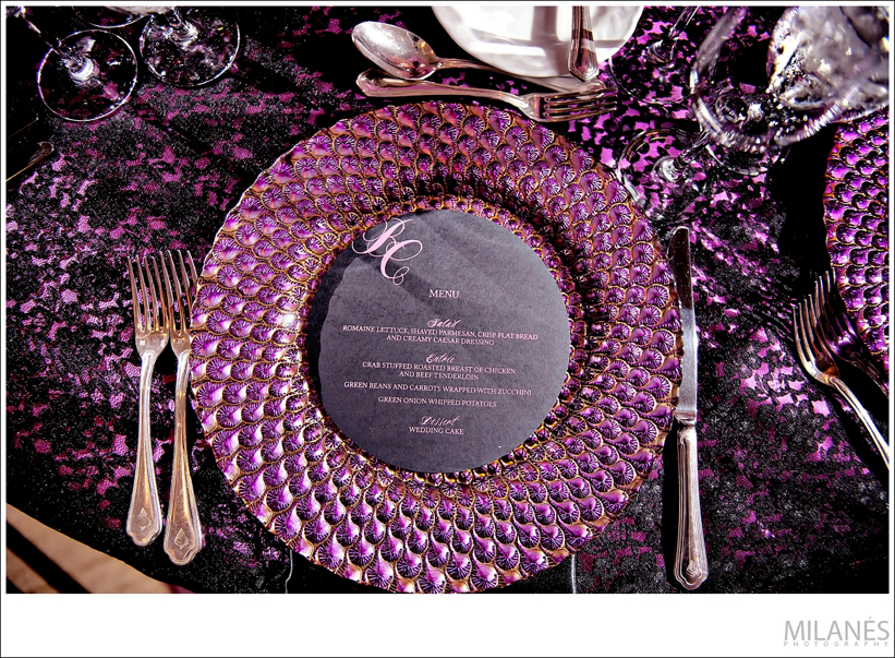 reception_room_decor_ideas_ellyb_events_andy_beach_pink_charger_black_round_menu