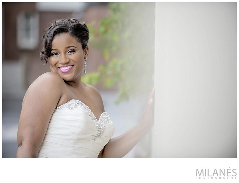 wedding_bride_city_smile
