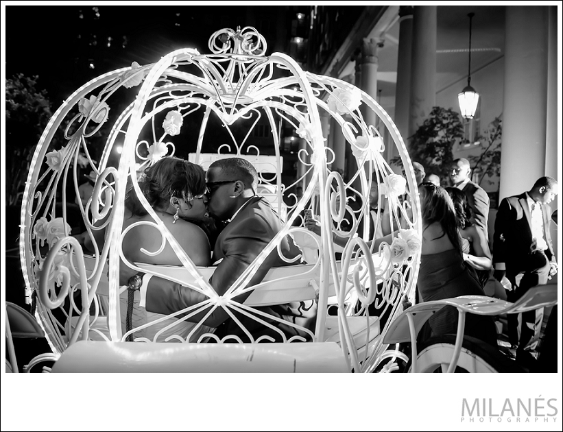 wedding_bride_groom_exit_reception_carriage_kiss_black_white_city_ideas