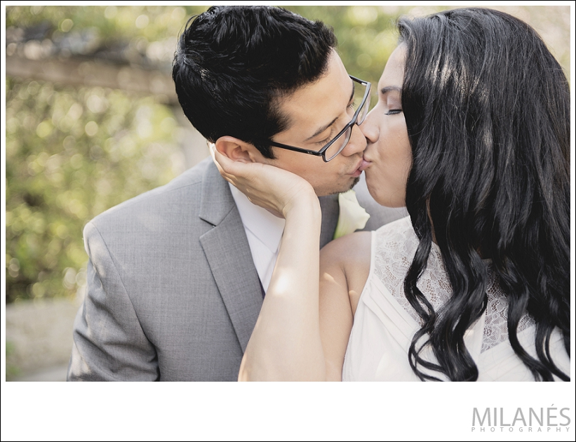 wedding_bride_groom_kiss_portrait