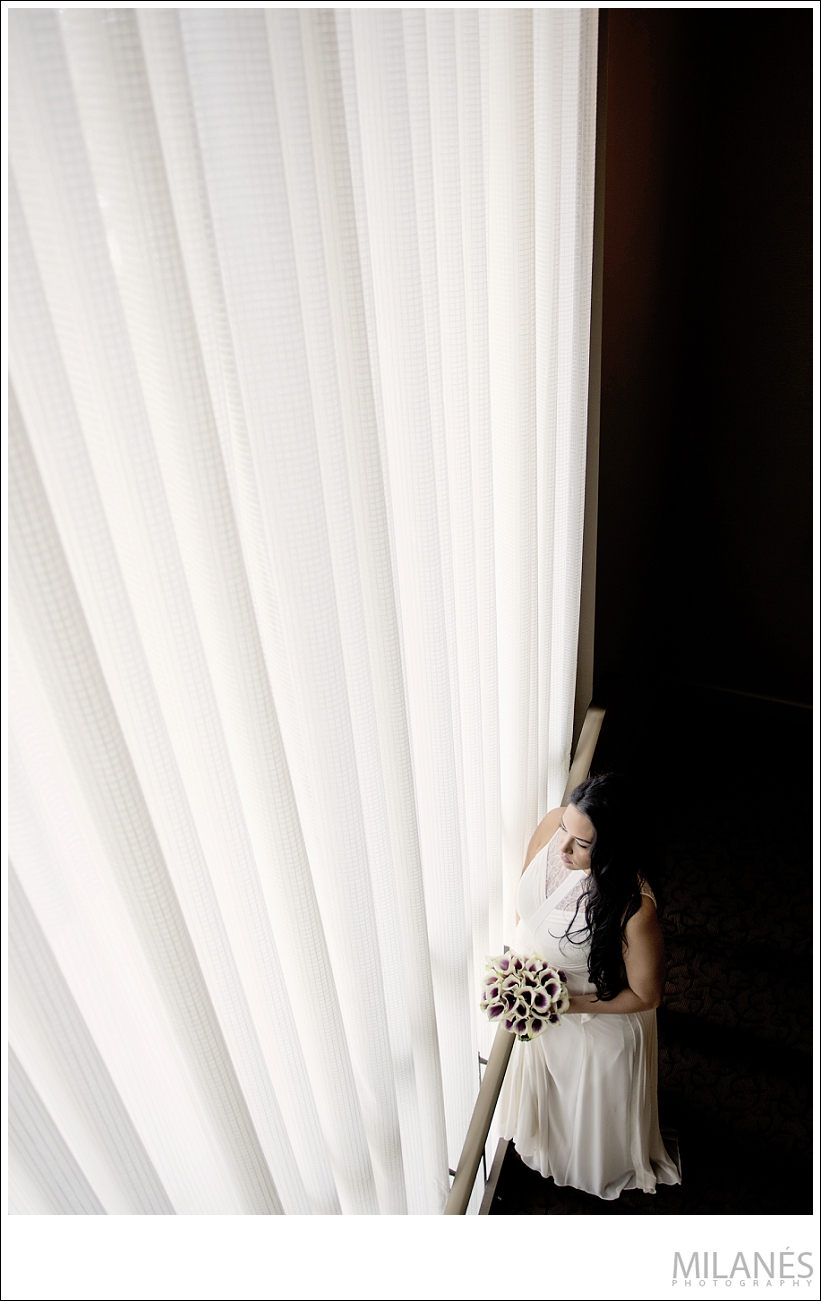 wedding_bride_looking_out_window_creative_modern_portrait_ideas